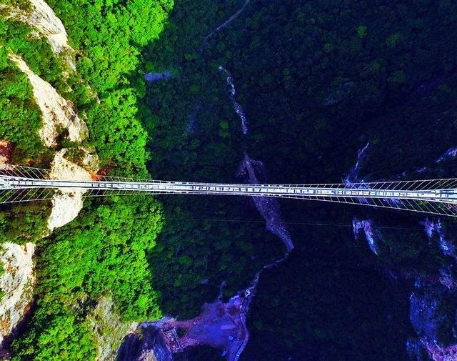 长沙 张家界森林公园 大峡谷玻璃桥 黄龙洞 芙蓉镇 凤凰古城巴士6日5晚深度游
